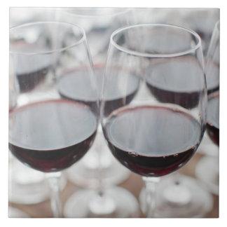 Bodega Marques de Riscalのワイナリー、ワインの試飲3 タイル