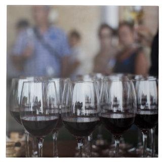 Bodega Marques de Riscalのワイナリー、ワインの試飲 タイル
