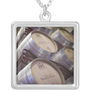Bodega Marques de Riscalのワイナリー、ワイン貯蔵室2 シルバープレートネックレス