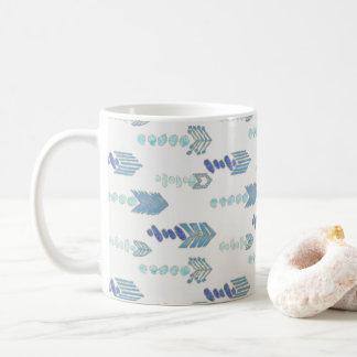 bohoのシックで青い矢の先住民パターン コーヒーマグカップ