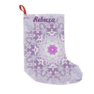 Bohoのシックなボヘミアの薄紫の紫色の曼荼羅 スモールクリスマスストッキング