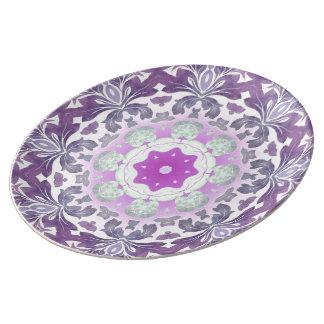 Bohoのシックなボヘミアの薄紫の紫色の曼荼羅 磁器プレート