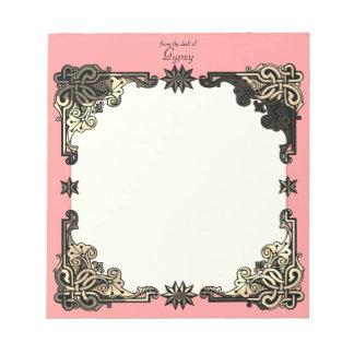 Bohoのピンクの花のボヘミアのケルト結び目模様 ノートパッド