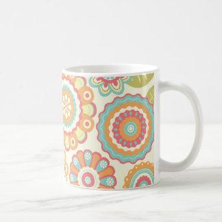 Bohoのレトロのファンキーな花の花パターン(クリーム) コーヒーマグカップ