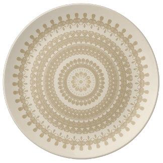 Bohoの砂の種族の円の曼荼羅タン土製のブラウン 磁器プレート