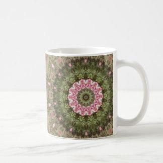 Bohoの花の民族の万華鏡のように千変万化するパターン、ピンクの緑のブラウン コーヒーマグカップ