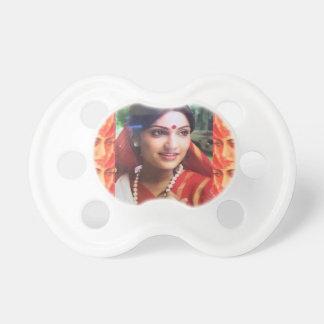 Bollywoodの花型女性歌手の女優のインドの美しいの映画館の女の子 おしゃぶり
