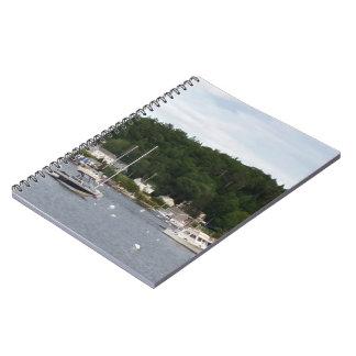 Boothbay港のボートのノート(80ページB&W) ノートブック