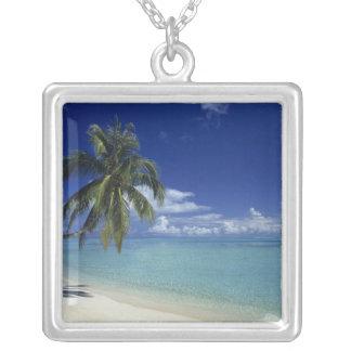 Bora Boraの島のMatiraのビーチ、 シルバープレートネックレス