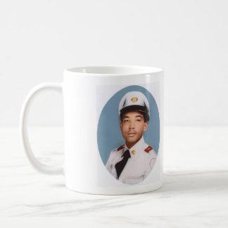 Borinqueneersのマグ紫色のハート及び写真 コーヒーマグカップ