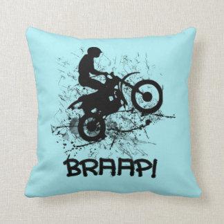 Braapのモトクロスの土のバイクもしくは自転車に乗る人 クッション