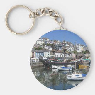 Brixham港の写真が付いている円形のキーホルダー キーホルダー