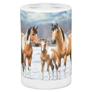 Buckskin Paint Horses In Snow バスセット