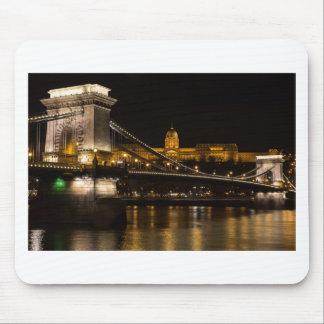 Budaの城ハンガリーブダペストが付いている鎖式吊り橋 マウスパッド