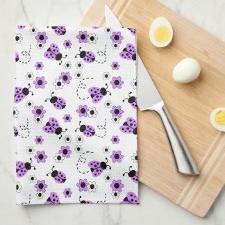 Bug Floral Flowers紫色のラベンダーのてんとう虫の女性 キッチンタオル