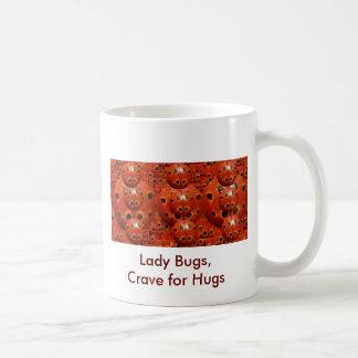 Bug Wants NOVINOの女性抱擁 コーヒーマグカップ