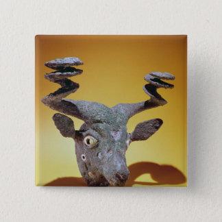 Bullのトップ、イラクから、紀元前のc.2000 5.1cm 正方形バッジ
