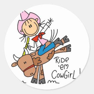 BullのTシャツおよびギフトに乗っている棒の女性のカーボーイ ラウンドシール