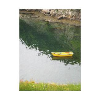 Burin -ニューファウンドランドカナダ-黄色い小舟 キャンバスプリント