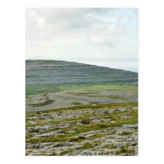 Burrenは山の丘を曇らせます ポストカード