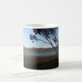 BVの木及び霧のマグ コーヒーマグカップ