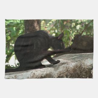 BYOGの黒猫のヨガ キッチンタオル