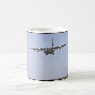 C-130ヘラクレスのapproach_Military航空機 コーヒーマグカップ