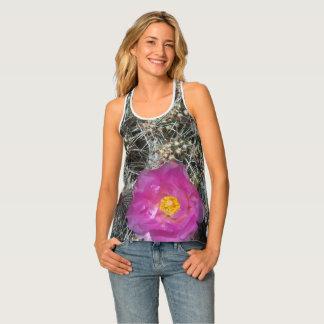 Cactus flower in bloom タンクトップ