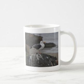 Cambria、カリフォルニアの石の海カモメ コーヒーマグカップ