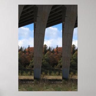 Candianの野生の庭は紅葉の木橋を駐車します ポスター