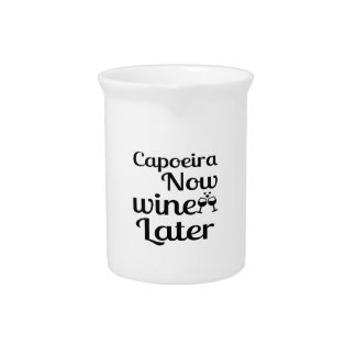 Capoeiraは今後でワインを飲みます ピッチャー