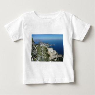 Capri Faraglionはイタリア高いView.JPGを揺すります ベビーTシャツ
