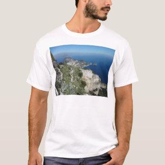 Capri Faraglionはイタリア高いView.JPGを揺すります Tシャツ