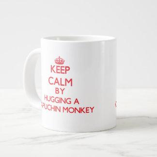 Capuchin猿を抱き締めることによって平静を保って下さい ジャンボコーヒーマグカップ