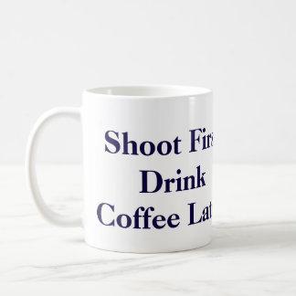 """Carlton Lasiterの""""シュートは最初に"""" Psychを襲います コーヒーマグカップ"""