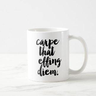CarpeことEffing Diemの引用文のマグ コーヒーマグカップ