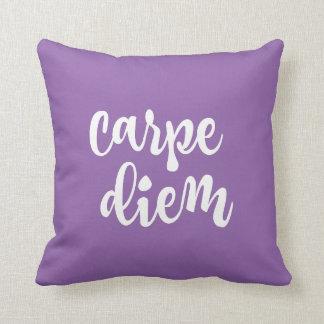 Carpe紫色の感動的なDiemの引用文 クッション