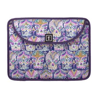Carpe Diemの紫色のボヘミアの砂糖のスカル MacBook Proスリーブ