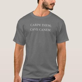 CARPE DIEM; 、洞窟CANEM. Tシャツ