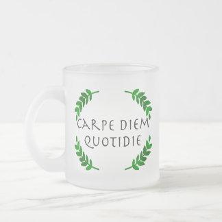 Carpe Diem Quotidie -日を、毎日握って下さい フロストグラスマグカップ