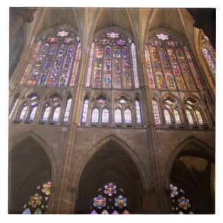 Catedral deレオンのインテリアのステンドグラス窓2 タイル