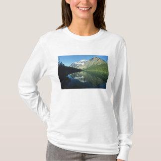 Cavell湖のMtイーディスCavell、碧玉の国民 Tシャツ