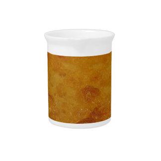 Cecinaとして知られているひよこ豆の小麦粉のパンケーキのクローズアップ ピッチャー