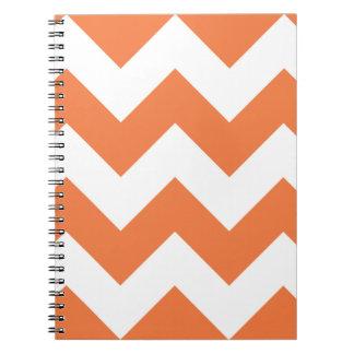 Celosiaのオレンジシェブロンのジグザグ形のメモ帳 ノートブック