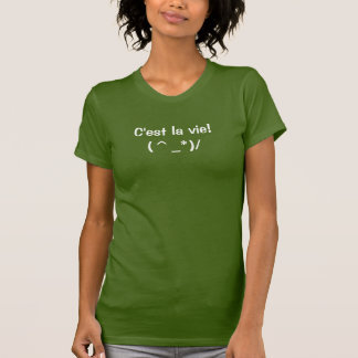 C'estのlaは-アメリカの服装の女性Tシャツを竸います Tシャツ