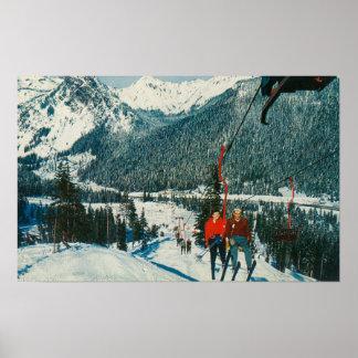 ChairliftSnoqualmieのパスのスキーヤー、WA ポスター