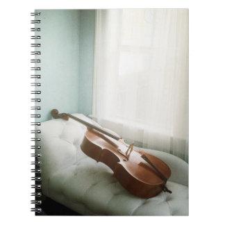 chaiseのラウンジのノートの美しいチェロ ノートブック