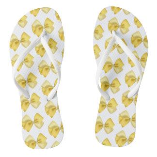 Chanclas blancas con lazos amarillos ビーチサンダル