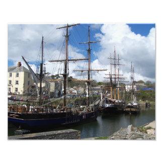 Charlestown港コーンウォールの高い船 フォトプリント
