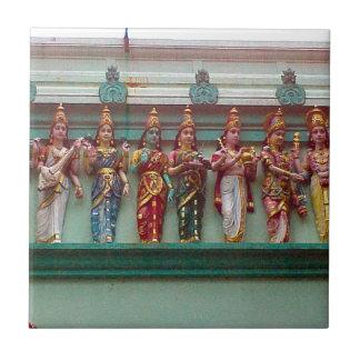 Chettiarの寺院の壁のヒンズー教の姿、 タイル